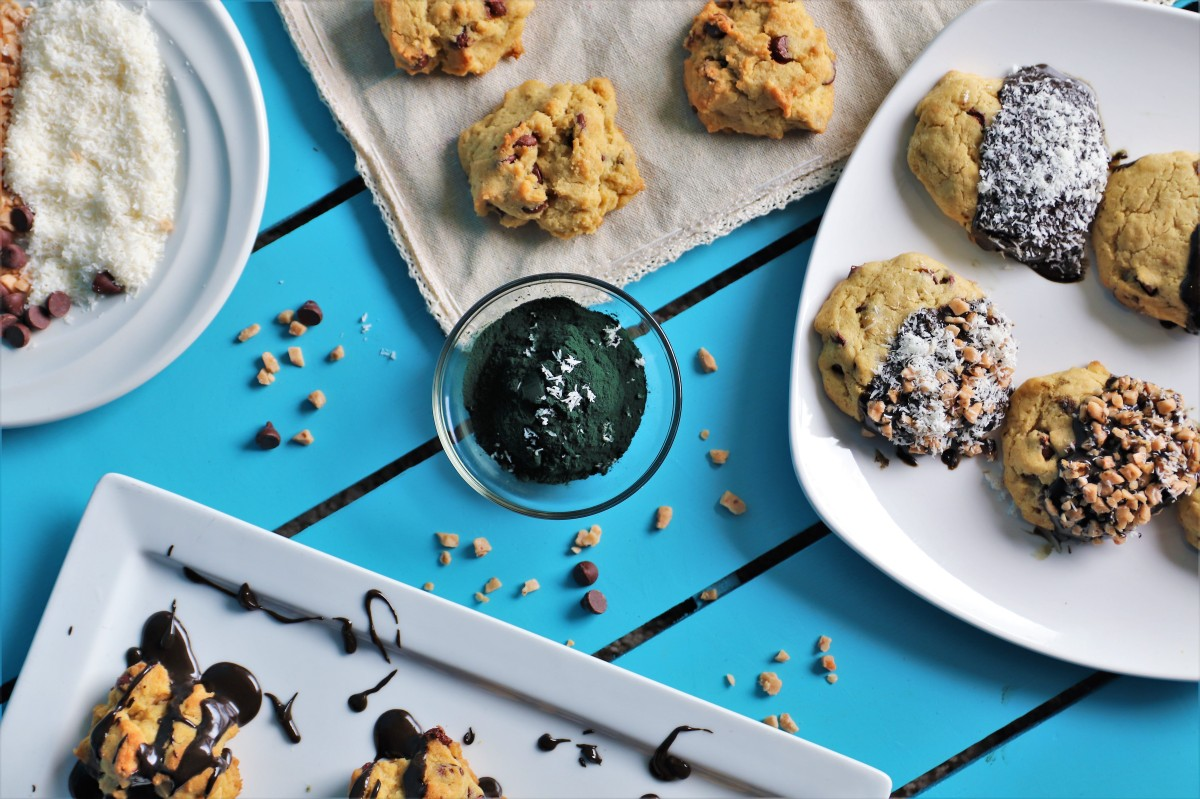 Sugar-Free Chocolate Chip Cookies with Spirulina Chocolate Ganache